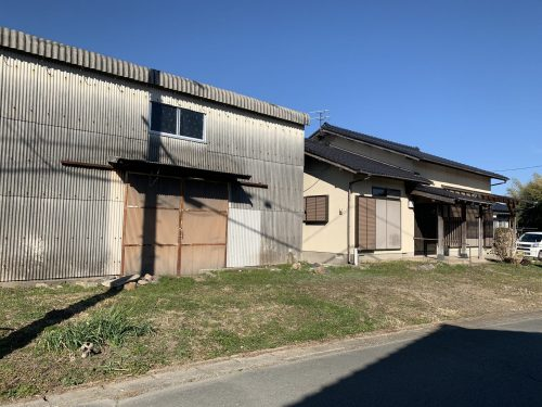 滅多に出ない22坪の大型倉庫付きの住居です。(外観)