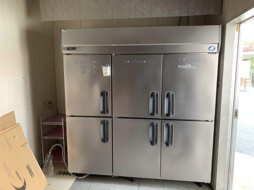 比較的新しい置き型冷蔵庫も完備!