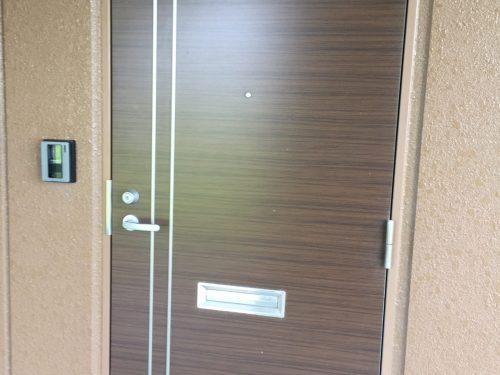 素敵なドアで家族を迎えます(玄関)