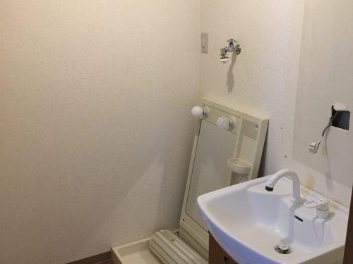独立洗面台があるのでとても便利です。 (風呂)