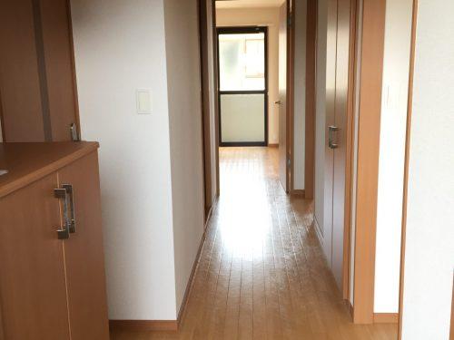 すっきりとした玄関です。収納もあります。